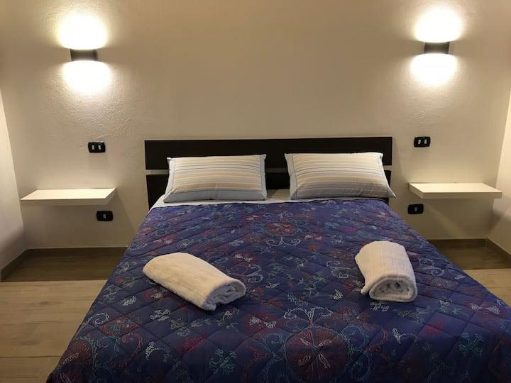 Camera con bagno privato e ingresso indipendente