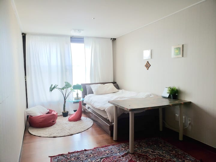 Coloured modern vintage _ 깔끔하고 편안한 개인실
