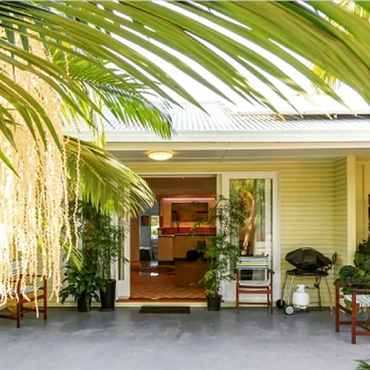 Pandanus House - Gorgeous 3 bed home Pet Friendly.