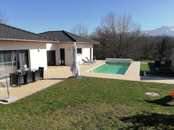 Villa plain pied avec piscine proche  d'Annecy.