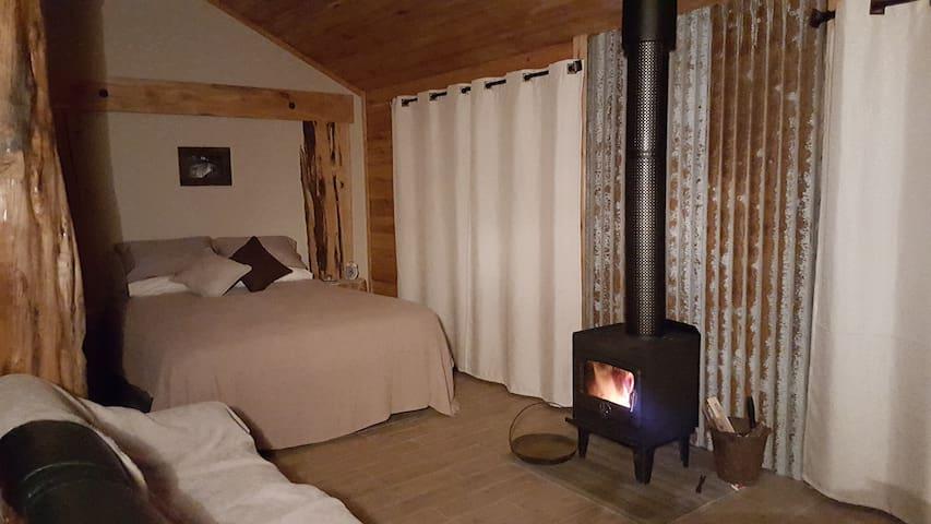 Rustic Hut Bush Retreat- Country - Penguin - กระท่อม
