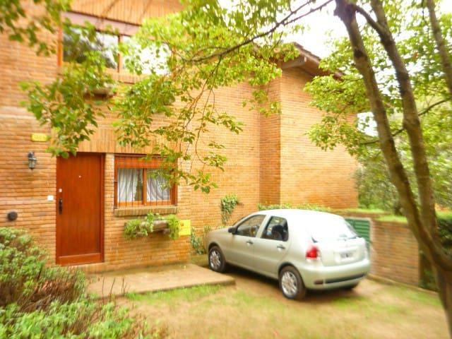 Hermosa casa con jardín privado en Pinamar - Pinamar