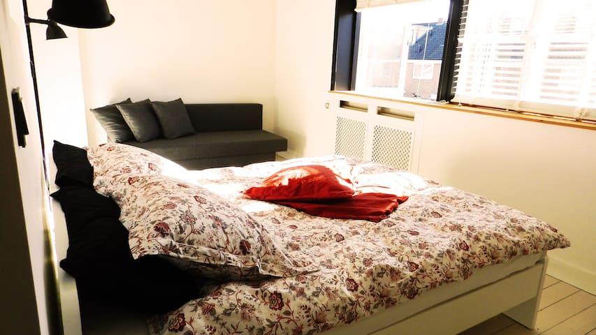 Wonderfully located big, bright, clean luxury room
