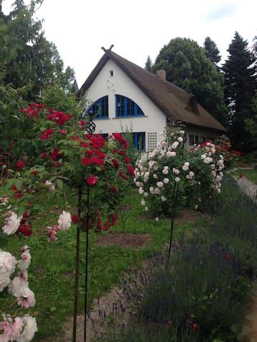 Landhaus mit wunderschönem Garten - Klink - Huis