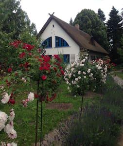 Landhaus mit wunderschönem Garten - Haus