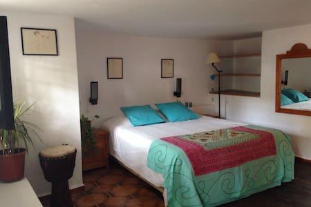 Habitación con baño privado - Cala Llenya