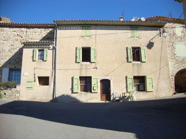 maison dans village provençal ensoleillé - Forcalquier - Apartment