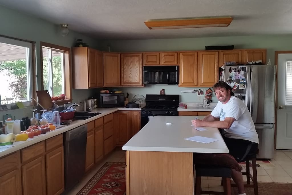 Large, eat-in kitchen with views overlooking the lake, river, and Bookcliffs