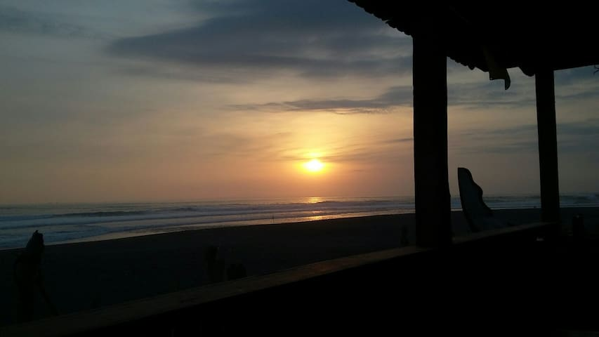 MatahariSurfCampSunsetTreehouse2 - tabanan - Dům