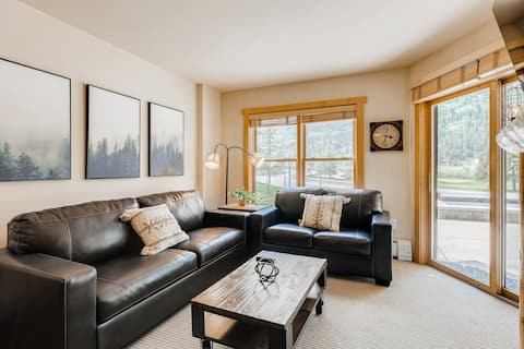 ♥ Upscale Luxury-Next to Slopes/Golf, View, Hottub