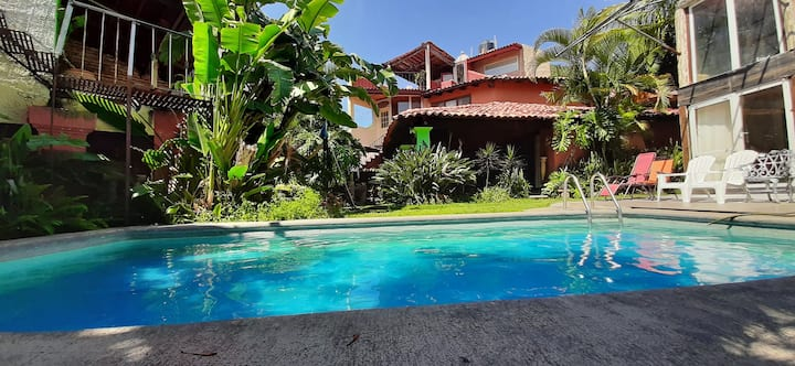 Beautiful House, Garden and Pool
