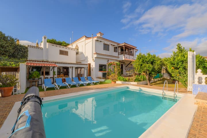 Casa Rosa w/Private Heated Pool +Table Tennis +Gym