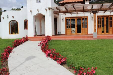 BEAUTIFUL HOUSE IN THE COUNTRYSIDE OF OTAVALO