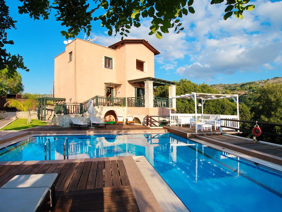 Villa Amvrosia - very spacious outdoor area