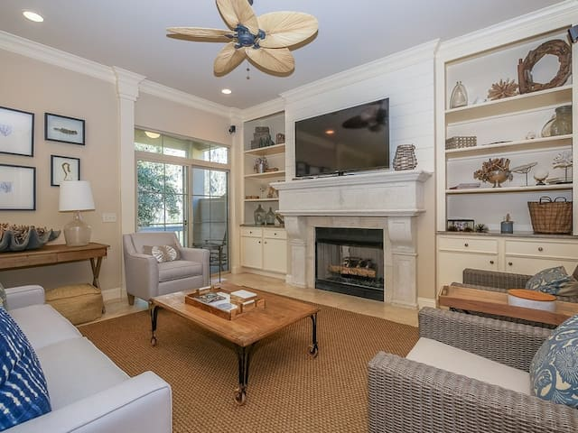 Renovated 5Br, Just 7 Minute Walk to the Beach with Access to Sea Pines