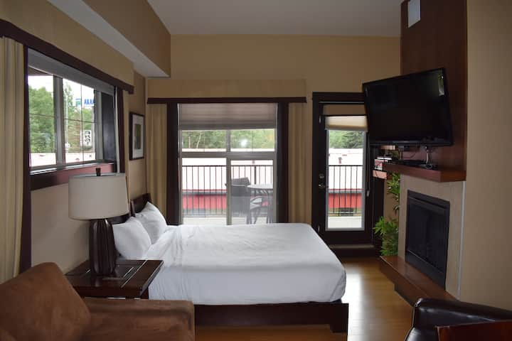 Beautiful King Suite With Full  Kitchen In Canmore
