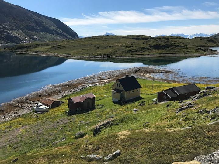 Idyll i Hasfjord i Hasvik kommune på Sørøya