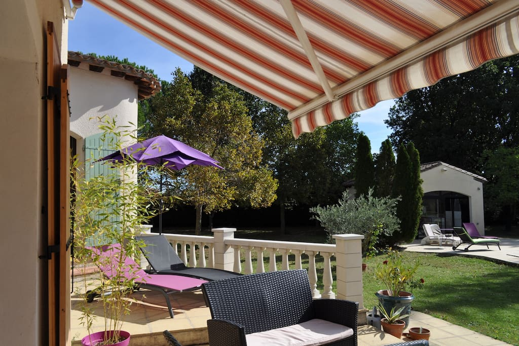 Terrasse semi privée (accès directe à la chambre) et bains de soleil privés