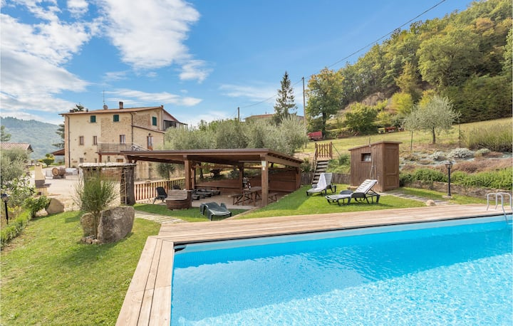 Stunning home in Città di castello PG with WiFi, Outdoor swimming pool and 4 Bedrooms