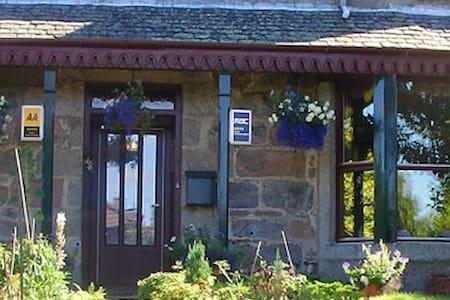 Garden Park Guest House - Grantown-on-Spey - Aamiaismajoitus