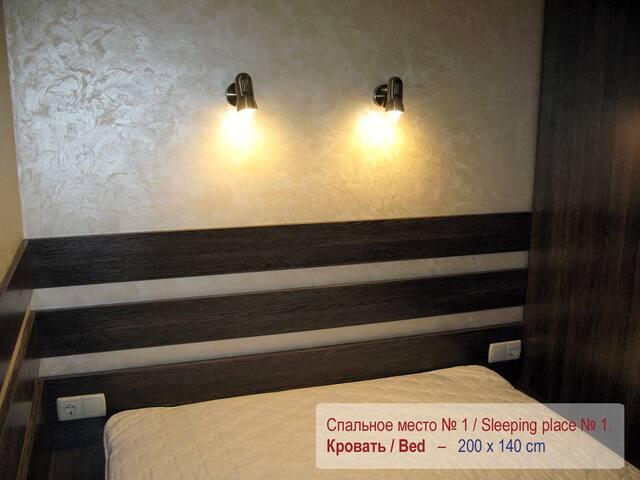 Спальное место № 1 - двуспальная кровать 140 х 200 см