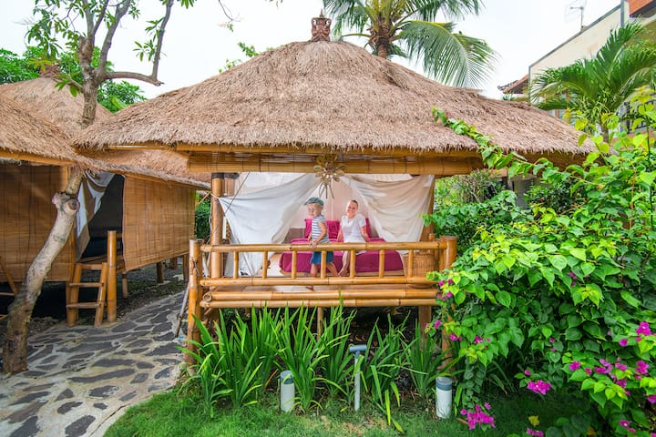 Bamboo hut, garden, pool and cold coconuts!  (7)