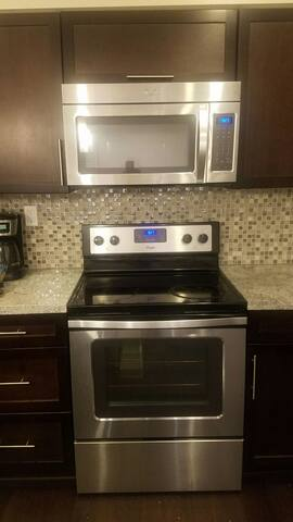 BEACH & DISNEYLAND- ALL AMENITIES! - Costa Mesa - Flat