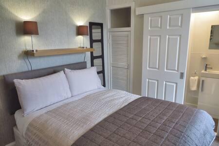 Room 4 -  double en-suite