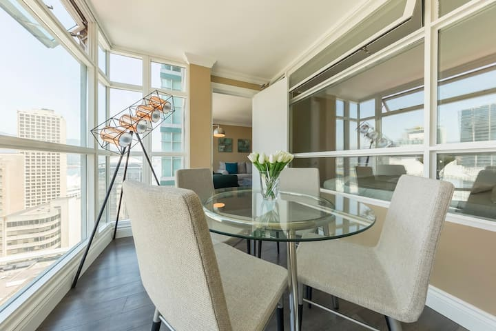 D18 - Gorgeous 2 bedroom downtown Vancouver