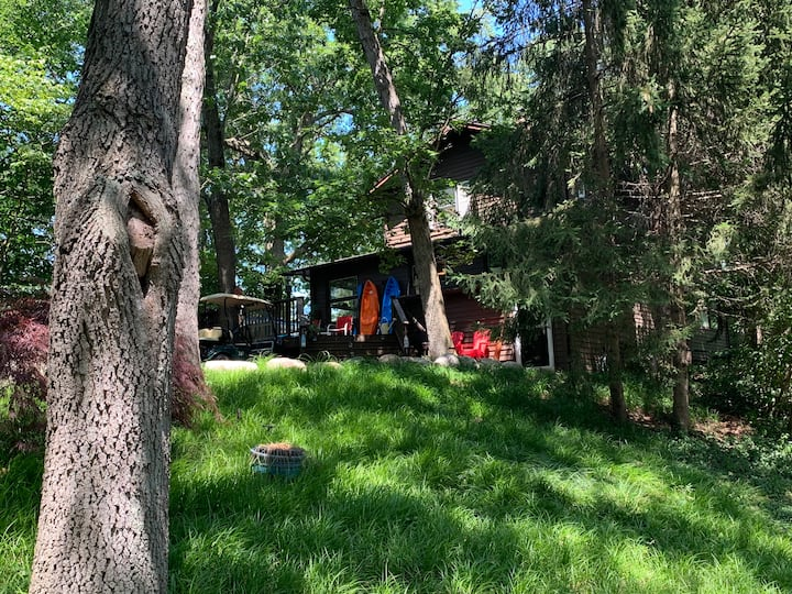 Great reviews. Golf cart. Secluded. Blk 2 Lake MI.
