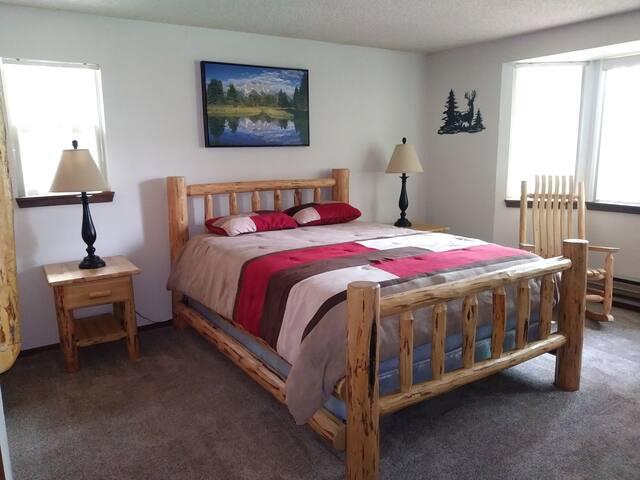 Bedroom 2_Queen size bed_Large screen TV