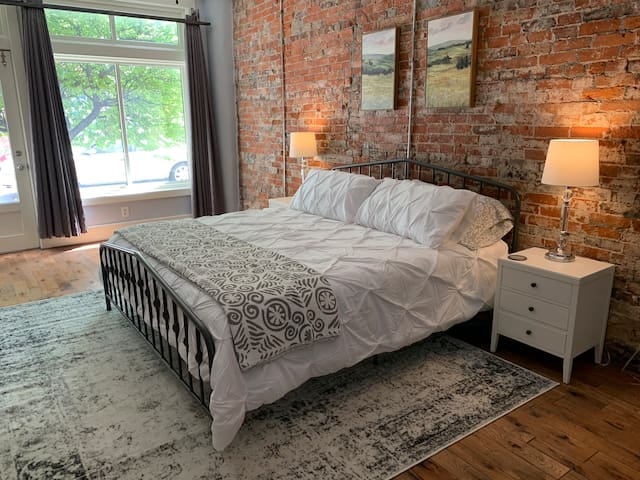 Downtown Indy spacious Condo 5 beds/2.5 bath/loft