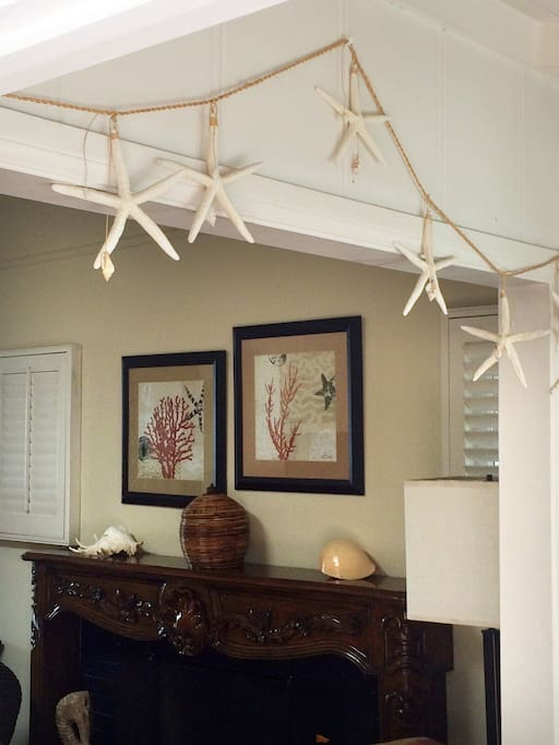 Entry to living room welcomes you to the beachy cottage.
