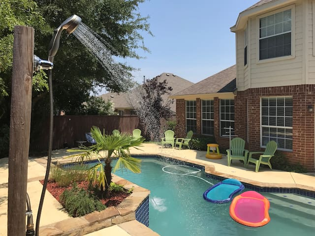 Spacious house 4BR/3,5BA + pool/spa near DFW
