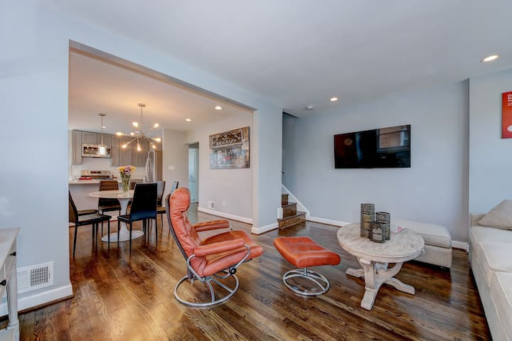Beautifully Newly Renovated Entire Home Near Metro
