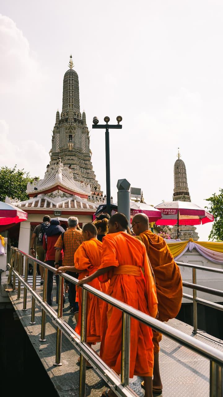 Arrival to Wat Arun