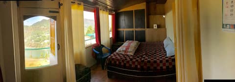 Reading Hut: Prashant's Homestay Nainital