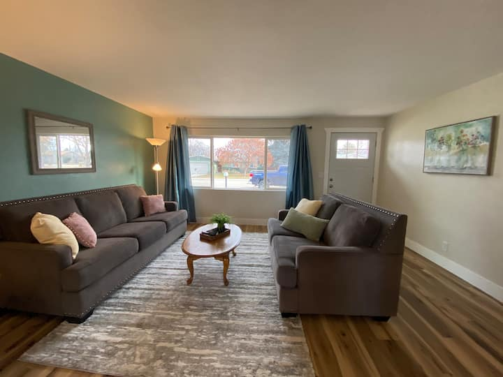 Cheerful 3 bedroom West Boise home