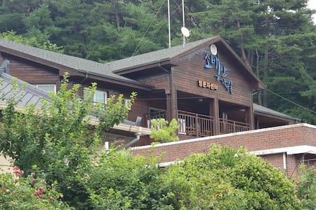 소백산자락길 방문자센터 1층 달밭골방