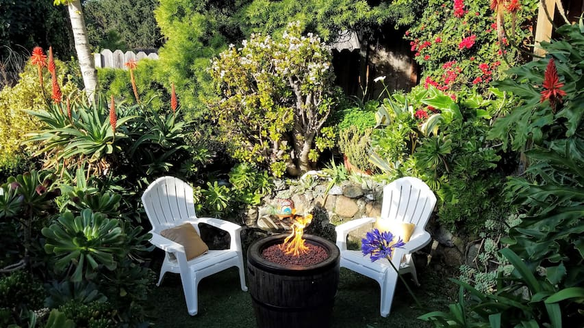 Take it Easy on The Hill>>Lovely Patio+Garden