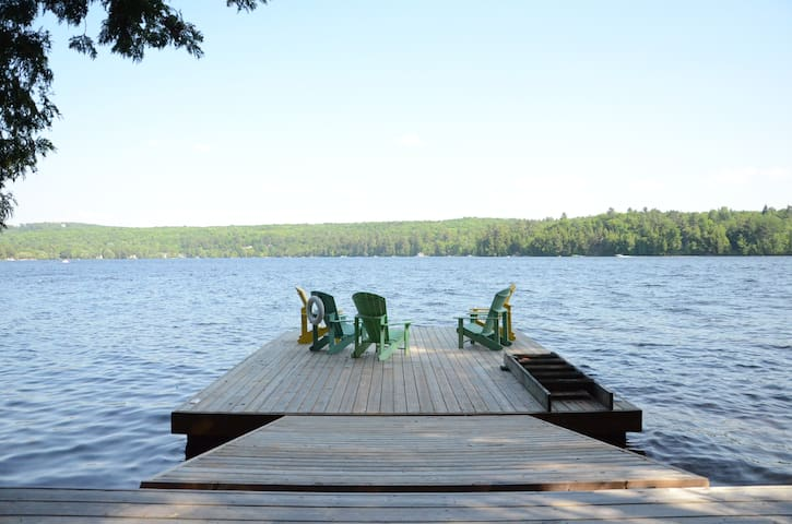 Scenic Lakeside Retreat, hot tub and screen porch - Huntsville - Hytte