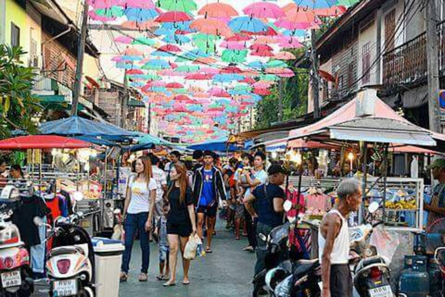 Don't miss!!! Suratthani night market open everyday