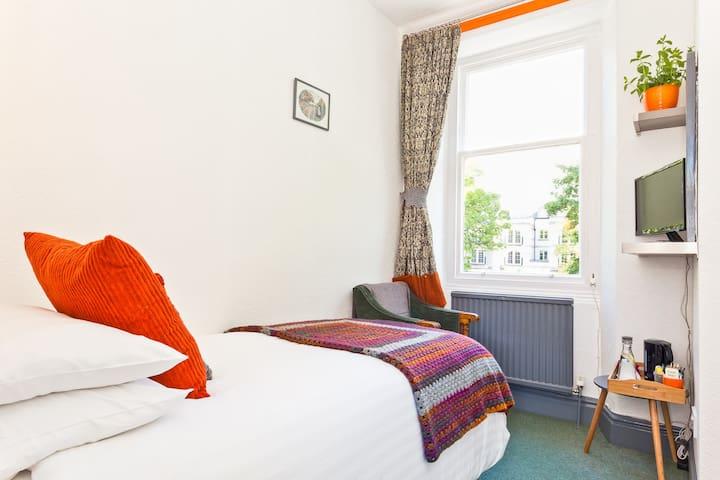 Lyndhurst Guest House Room 1