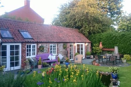 The Old Woodshed, Hawksworth - Scarrington - Bed & Breakfast