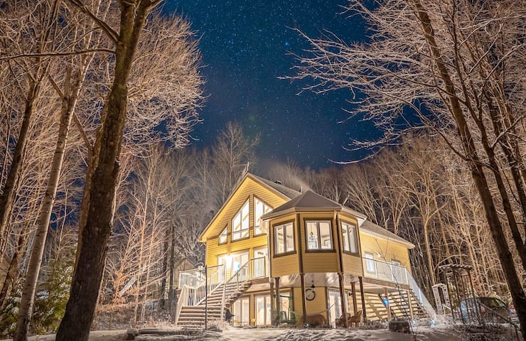 🧡Private Lakefront Cottage w/ 5BR + View 🧡