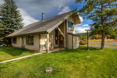 Sleeps Four - Silverbow Condo in the Meadow