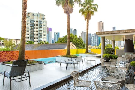 Modern apartment located in popular Southbank - Southbank