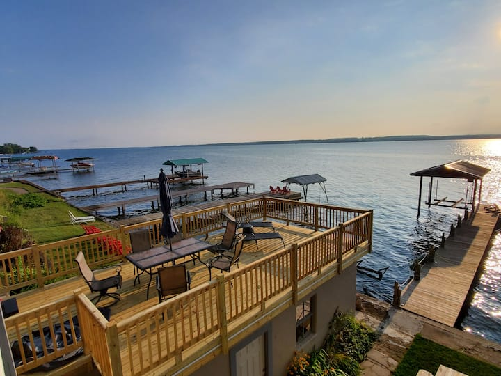 Wine Down Retreat: Beautiful Lakefront home, FLX