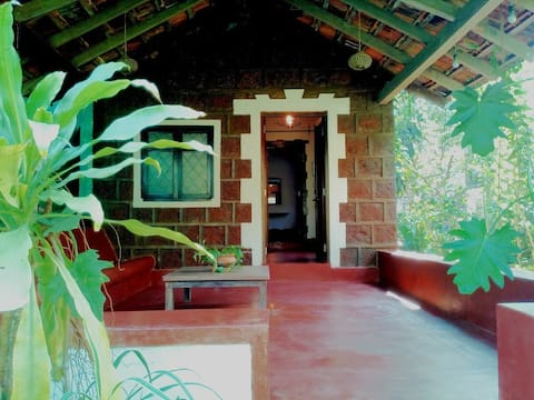 Cozy Cottage very close to South Anjuna Beach