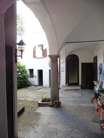 AMBIENTE ACCOGLIENTE nel cenrto storico - Sessa - บ้าน